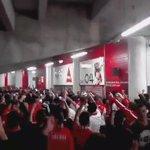 """""""Vamos cantar pelo Benfica que é o Maior de Portugal !""""  #CarregaBenfica https://t.co/IWDxLnlai3"""