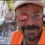 Mersinde sağ gözü görmeyen otoparkçı, gözlüğünün yararlanmadığı tarafına aylık 150 liraya reklam alalı 4 yıl oldu. https://t.co/pgnOWgSoX9