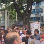 https://t.co/qZ3u0sUCLV #3M CARACAS: TRABAJADORES de Polar PROTESTAN frente a CENCOEX exigiendo pago de divisas @_Resistencia_R @tativzla21