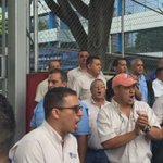 Trabajadores de @EmpresasPolar protestan frente a cencoex exigiendo divisas para obtener materia prima y producir https://t.co/h4ZZbKqF4f