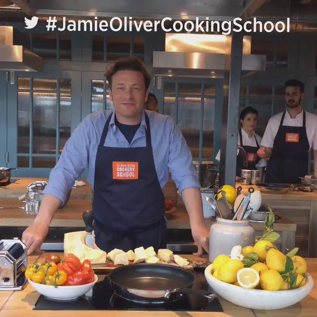 RT @Clerkenwell_Boy: About to make some pasta @JOCookerySchool w @jamieoliver @gennarocontaldo @TwitterFood ???????? #JamieOliverCookingSchool ht…
