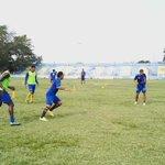 @elgraficionado Así entrena a esta hora el Municipal Limeño en el estadio Ramón Flores Berríos. https://t.co/m7daGg1yWa