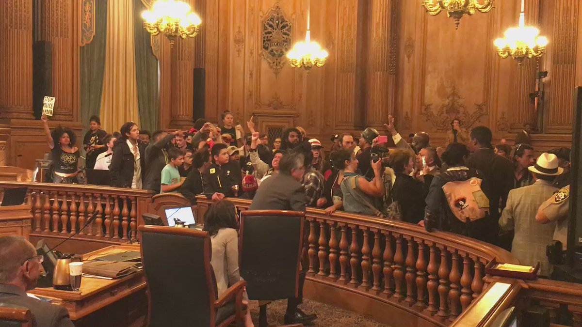 #Frisco5 #hungerforjusticesf strikers interrupt Board of Supervisors meeting at #SF city hall https://t.co/1rEYOiux6a