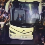 Brutal. El autobús casi no puede ni pasar  ¡¡HASTA LA FINAL, VAMOS REAL!! https://t.co/l3L8Dd0crX