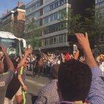 Llegada del autobús del @realmadrid al Santiago Bernabéu (vía @Arauz84). https://t.co/l3MOqCaDCr
