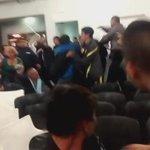 COMUNA 4 CABA interrumpio gente del PRO en una asamblea, 1 persona fue apuñalada DIFUNDIR #leydelafelicidad https://t.co/SStICwwxI6