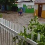 Más de mil casas están inundadas por lluvias en Azua, así lo informó la Defensa Civil #Telenoticias https://t.co/ULAsrRRlWG