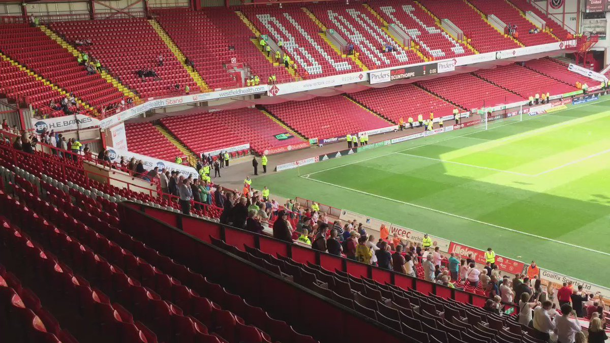Unsurprisingly not many stayed behind for the 'lap of appreciation' #sufc #twitterblades #starlive https://t.co/9jIfU4BjKi