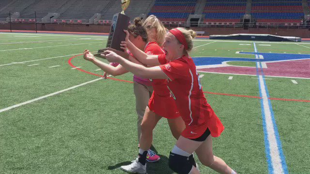 .@CornellWLax raises the trophy after winning the 2016 @Ivy_Athletics Championship! https://t.co/WFMcwCkkyG