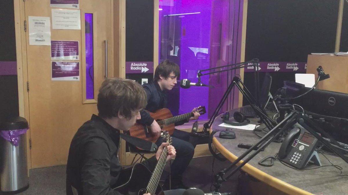 .@JakeBugg playing 'Lightning Bolt' to @IanWright0 & @iandstone live on @absoluteradio. https://t.co/7WxKOguvDm