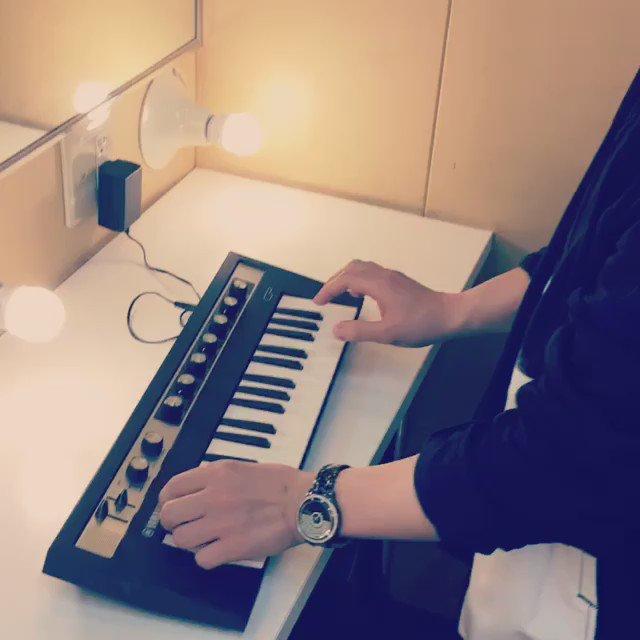reface CP 弾く中田ヤスタカの動画。※マジレスレア https://t.co/LdAboBtYB9