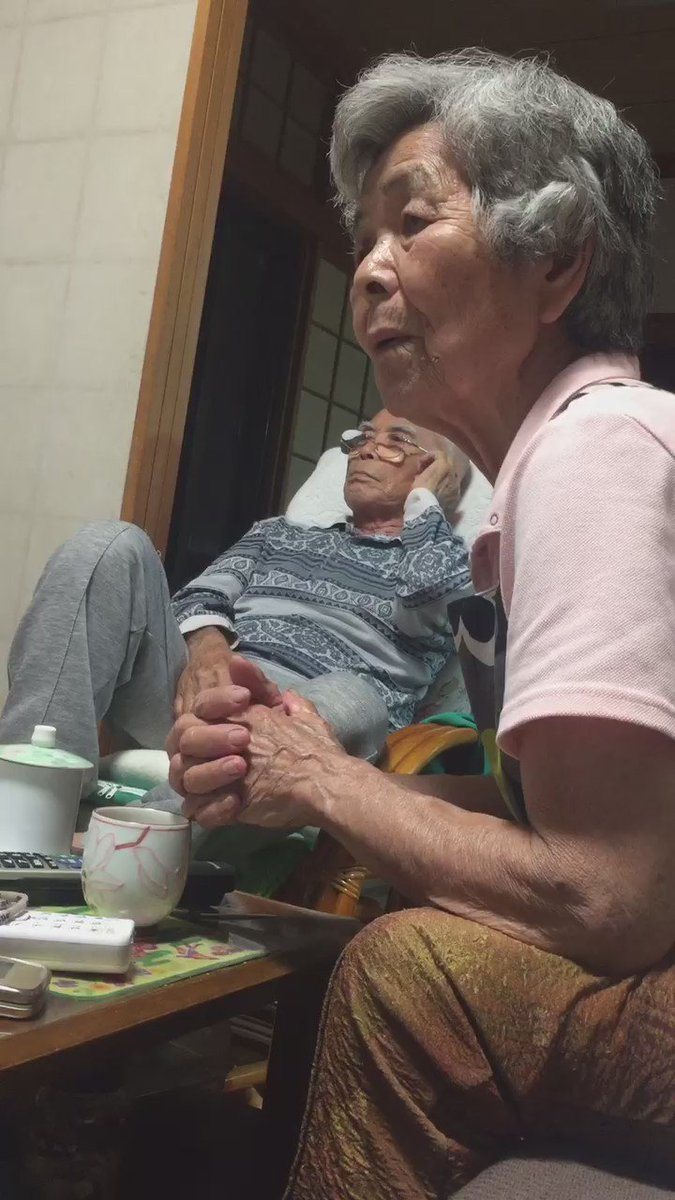 おじーおばーの女子バレー日本代表観戦が面白過ぎるから隠し撮りしたら笑いが止まらない