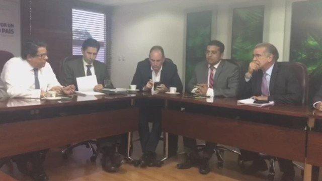 #AHORA Alcalde de #Valledupar, @TutoUhiaAlcalde, pide al @MinMinas acabar con abusos en facturación de energía.  https://t.co/MYXZxcMZo9