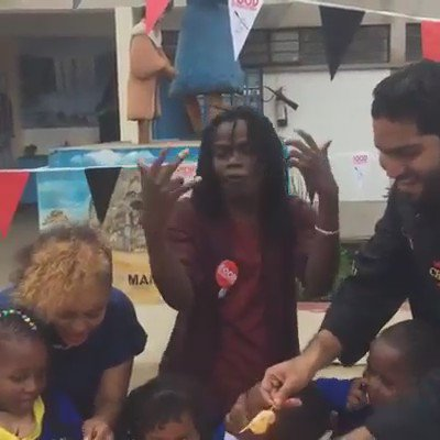 LOVE THIS! @JulianiKenya and @Chefalilartiste rocking a #FoodRevolution day rap https://t.co/wyFXubDKjc https://t.co/4Yh2imnb6w