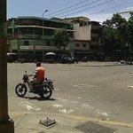 ¡PUEBLO CON HAMBRE! Reportan protestas y saqueos en Carapita #Venezuela A perdigonazo limpio reprimen los de la GNB. https://t.co/n5ItufxNAg