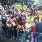 Ntro pueblo no abandonará las calles hasta que se cumpla su voluntad. Este año te revocamos Nicolás #TSJVsPueblo https://t.co/LsAFKdtw3z