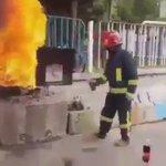 Jika tiada alat pemadam api,anda boleh juga gunakan air coca cola sebagai bahan utk memadam api . @bombaJBPM https://t.co/ZfLIHNBiIa