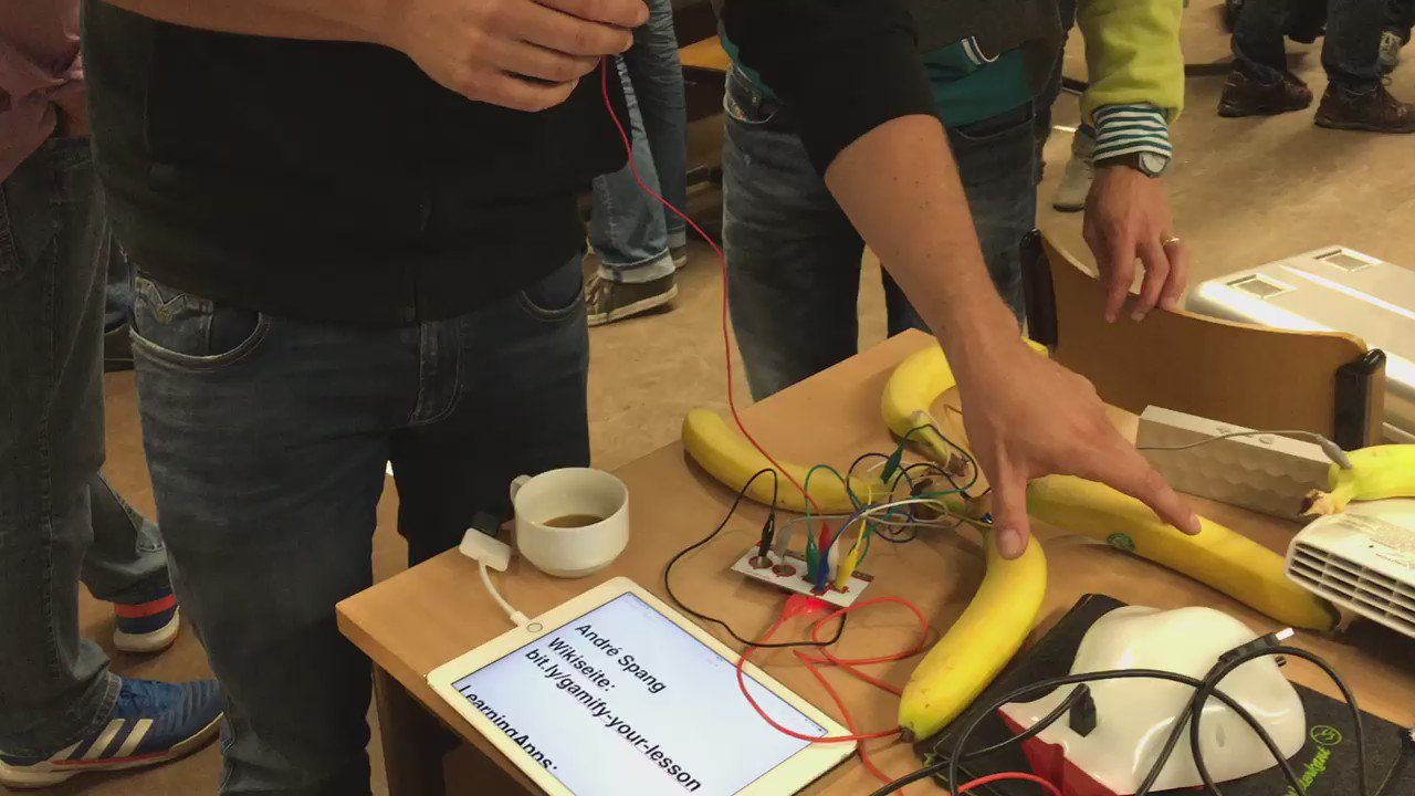Gaming is exciting for all ages - some impressions from my #gamification workshop, today in Hannover #makeyMakey https://t.co/G4L7hneQDR
