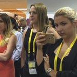 #伊勢志摩サミット の取材拠点で、忍者ショーを楽しむ海外メディアの記者たち。仕事の合間のひとときです。 ▶日経 G7&広島ライブブログ https://t.co/UFKGG2wmaC https://t.co/9NaFsXDSxg