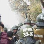 AHORA serios incidentes entre FF.EE y estudiantes, sector Parque Bustamante.11:22 Imágenes sin editar https://t.co/XKIou7OOhR