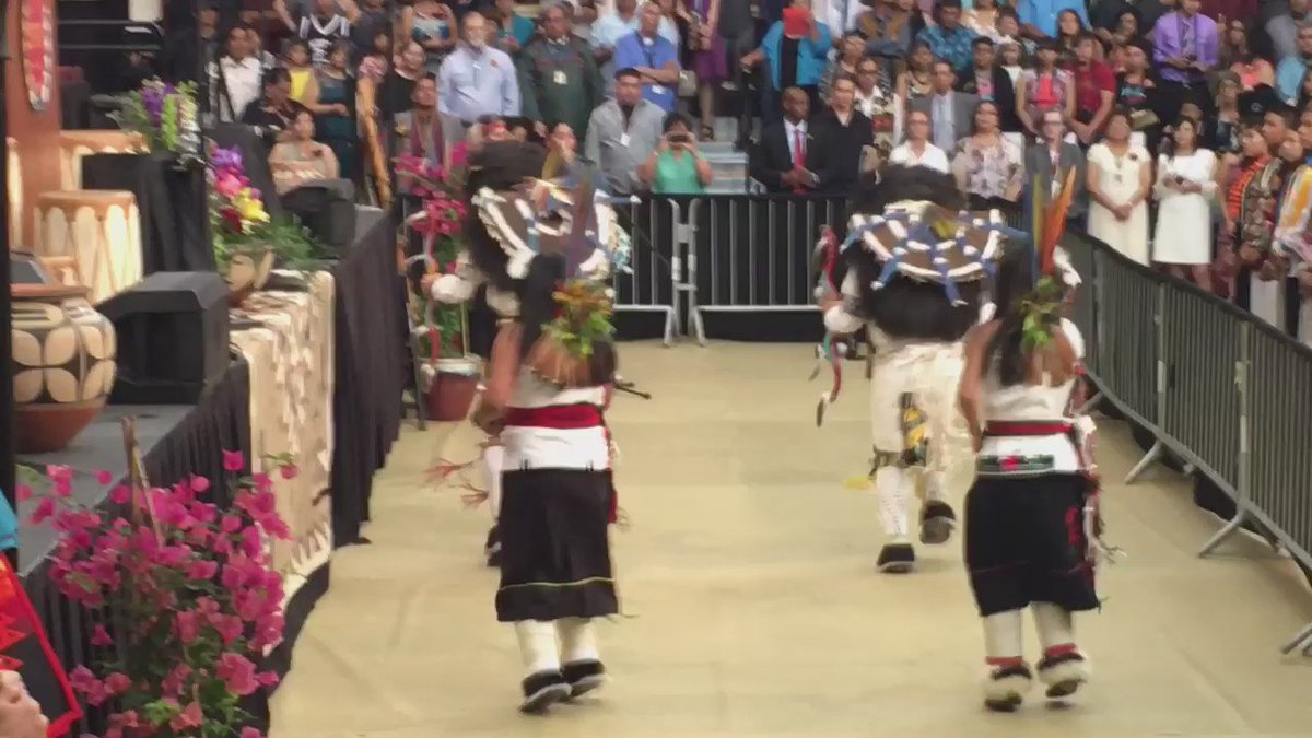 Students welcome @MichelleObama to New Mexico Native American style! Beautiful buffalo dance! #NMSpirit https://t.co/3Ez2iUyrVZ