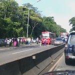 RT tvntrafico: Vea video de colisión múltiple registrada en Loma Cová, en dirección a la ciudad de Panamá. https://t.co/U3gFtyzl8B