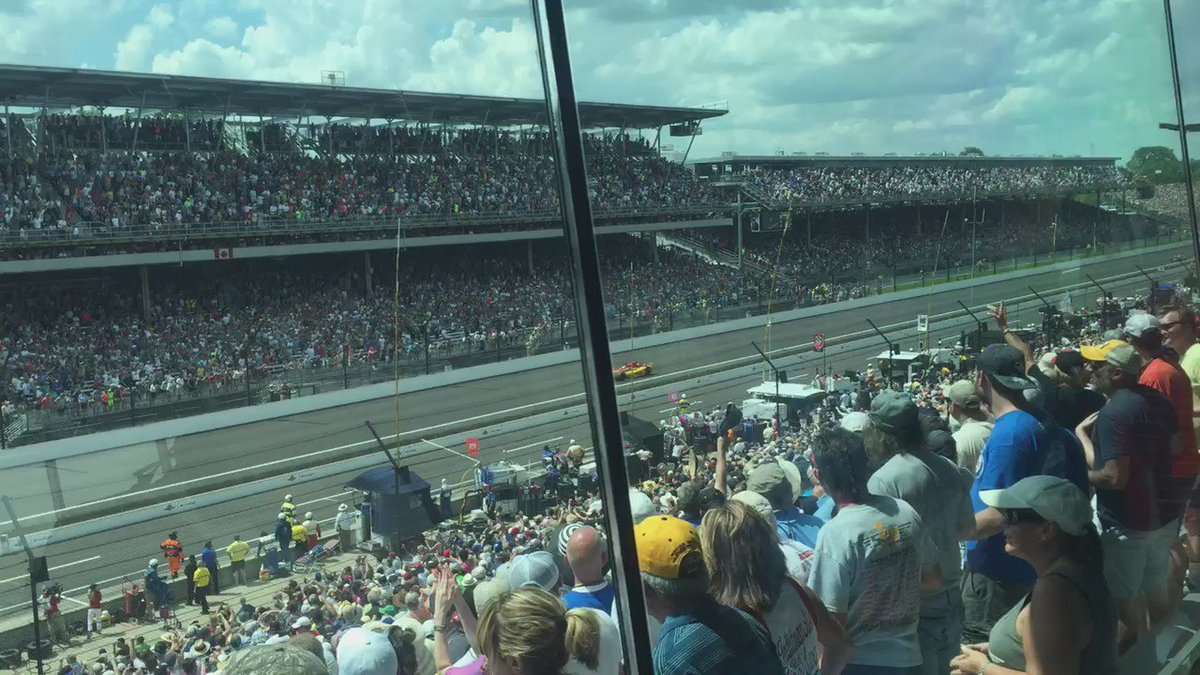 Unbelievable!  The rookie Rossi coasts to the finish to win the 100th #Indy500 #IndyCar https://t.co/yJ0sYrWKlD