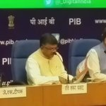 #TransformingIndia : IT & Comm Min @rsprasad giving a powerpoint presentation to media listing achievements https://t.co/njw1fSRdLO