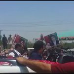 Huge number of people welcome the #KarwanEBilawal. Supporters showering rose petals on Chairman PPP @BBhuttoZardari. https://t.co/UQN3dhJD34