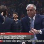 Obradovicin yüzüne tribünden gelen maddenin en net görüntüsü! https://t.co/48hGkbWMAF