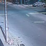 Video: Así fue el choque entre pick up y bus rapidito en el barrio Cabañas de #SPS #Honduras https://t.co/90Y3PtYZNp