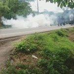 Se calentó la Minga Zenú en Chinú, el Esmad llegó a echar gas para recuperar el control de la vía a #Sincelejo https://t.co/uQAOfDTgDe
