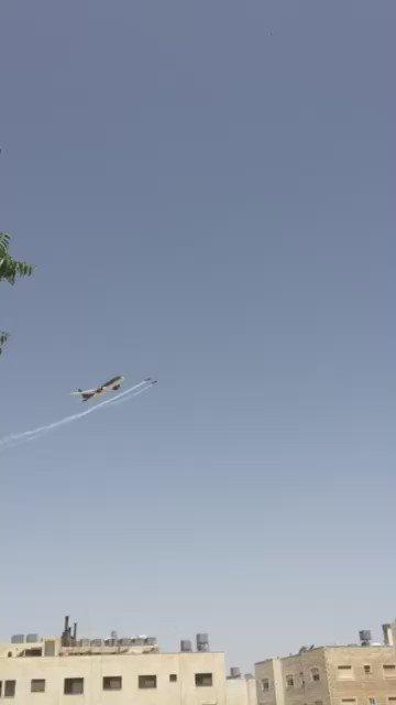 طائرة #الملكيّة_الأردنيّة من طراز بوينغ 787  تحلق في سماء #عمان احتفالاً بالثورة العربية الكبرى #ثورتنا_نهضتنا https://t.co/PuAExnEJ7x