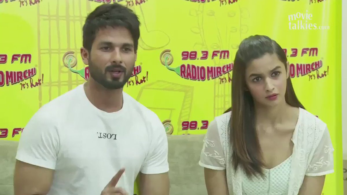 Shahid Kapoor clarifies why he and Kareena decided to not pose together at the Udta Punjab trailer launch! https://t.co/VpoIXFoJiD