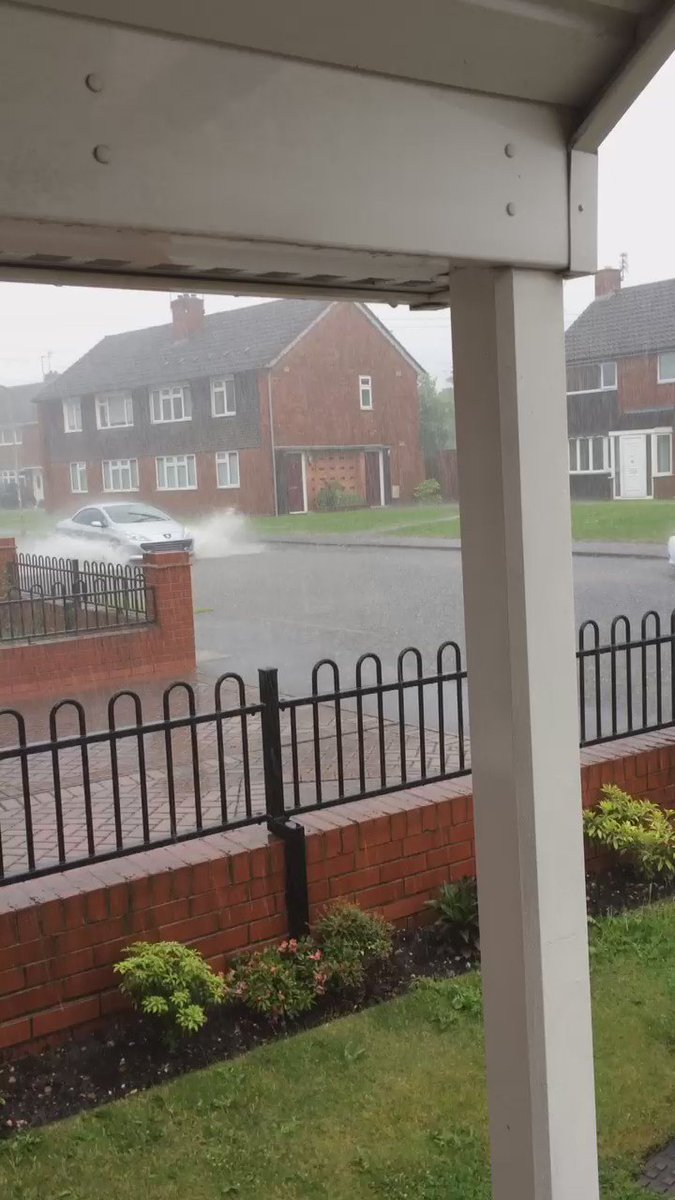 We have flooding @ExpressandStar @ITVCentral @UKExtremeWeath in Eastpark Wolverhampton https://t.co/fe5jIQ49BM