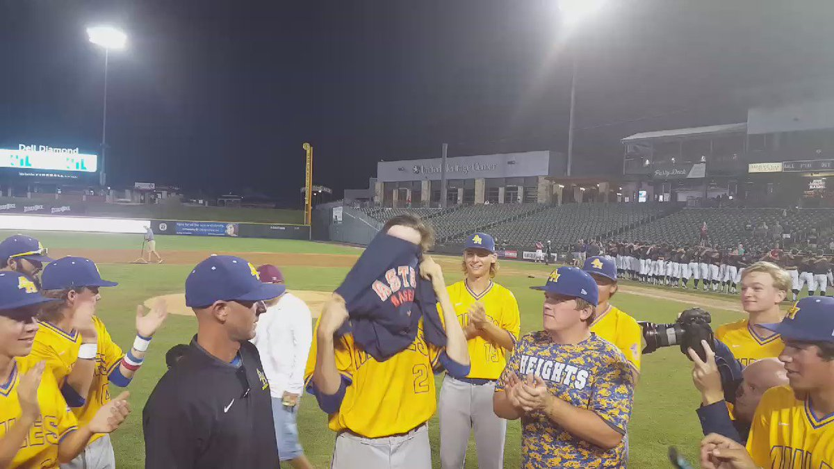 He still has one more game with Alamo Heights, but Forrest Whitley tried out an @astros look on Thursday. https://t.co/a7Lmt5olTP