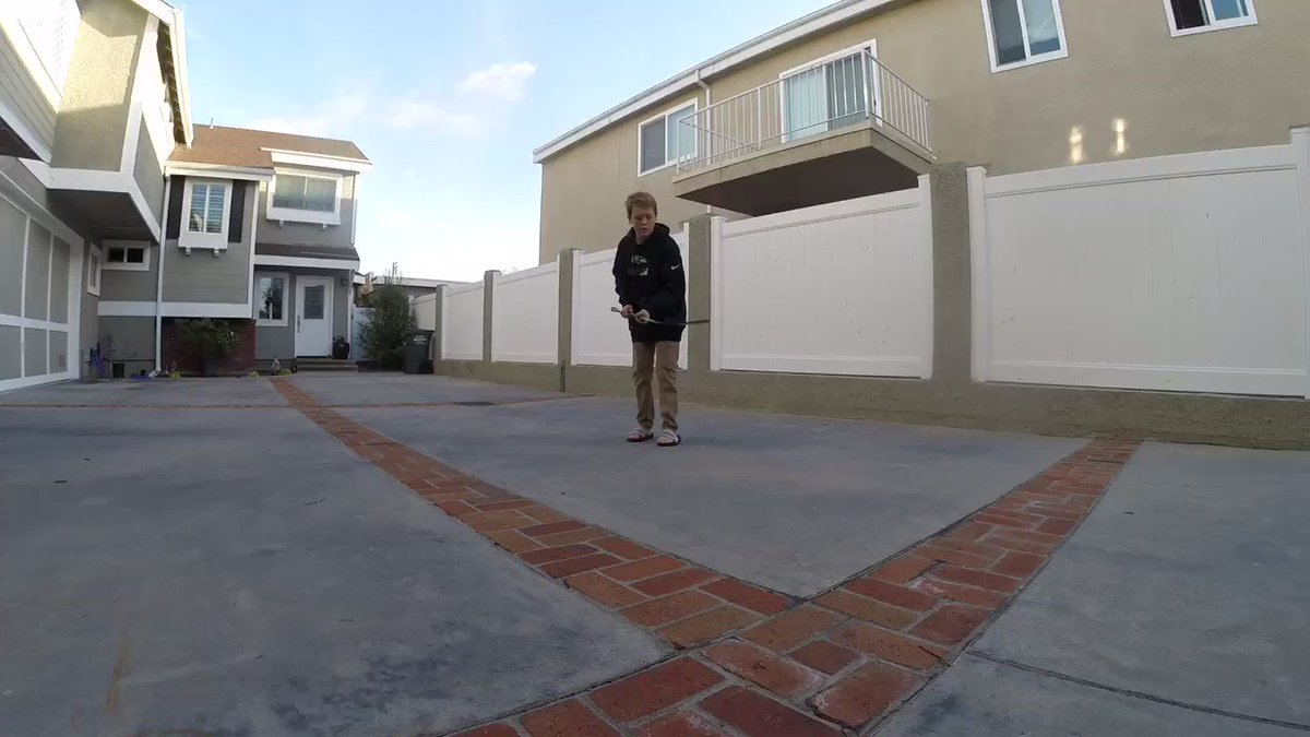 RT @HkyDignity: Insane Trick on the skinny part of the shaft! https://t.co/AfiuxyuD02