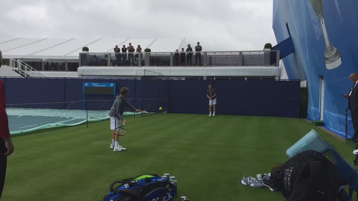 Training the next generation. Andy Murray hitting with Romeo Beckham at Queen's. Watched by a proud Dad. https://t.co/N8NHd5Ch5Z