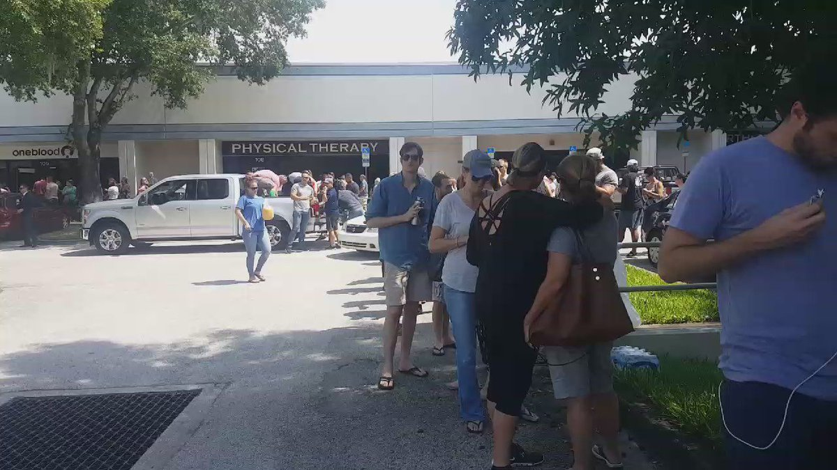 Light in the darkness ❤️ RT @ErinOnTV: Here's the line at a local blood bank for Pulse Shooting victims. @bn9 https://t.co/t32wgPNrJv