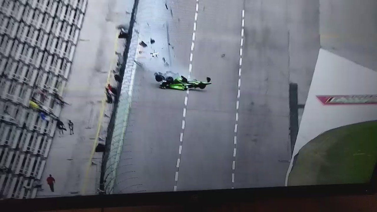 The crash with Newgarden and Daly. Daly is the white car. https://t.co/eZYM9mR3hh