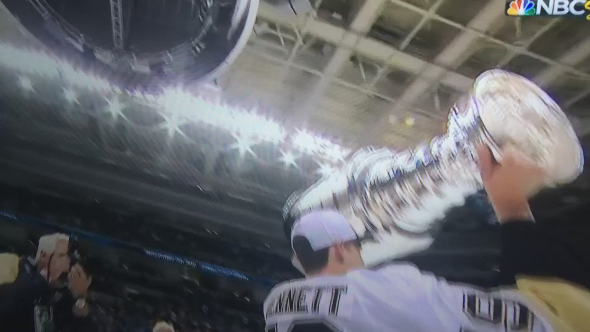 .@UofDenver alum Beau Bennett hoists pro hockey's Holy Grail! #DU1NATION