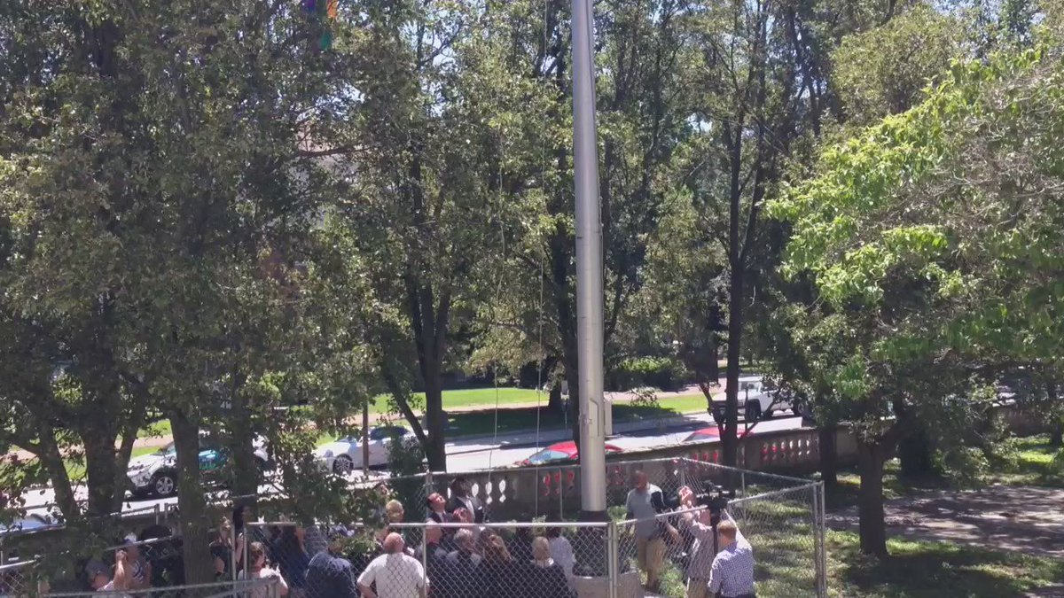 Raising GLBT flag over #Springfieldma city hall https://t.co/qEHB4PLXR0