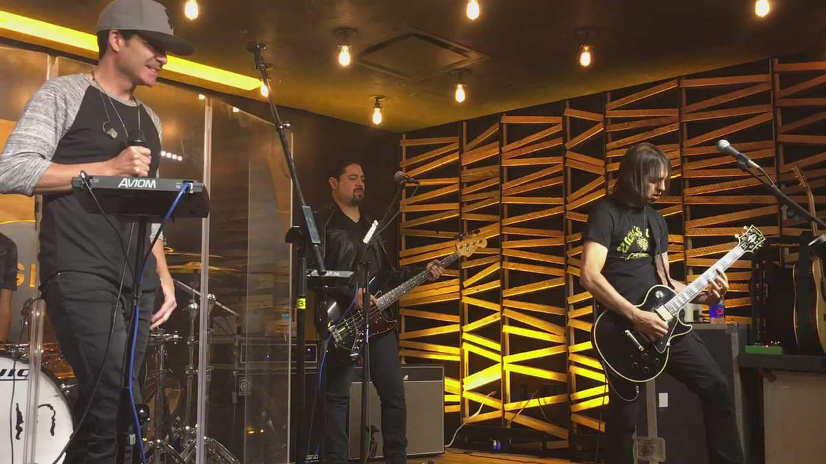 LIVE from the @LEVIS® Lounge @train does jaw-dropping @ledzeppelin covers! Full video coming soon https://t.co/YBtMf06lAu