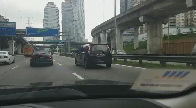 This happened on the Federal Highway today. Video by BFMer @jeffsandhu #savetheostrich https://t.co/DIhO46gWTB