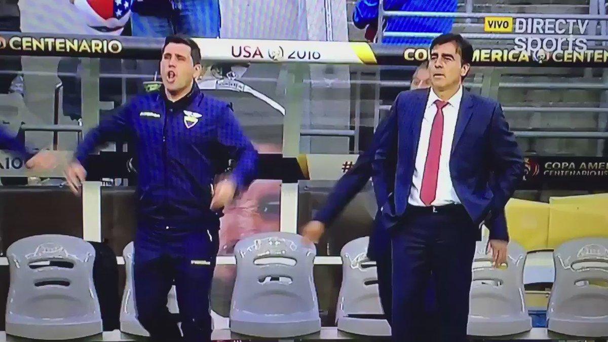 Profe Quinteros qué opina del árbitro ? https://t.co/o8JLeBX8zo