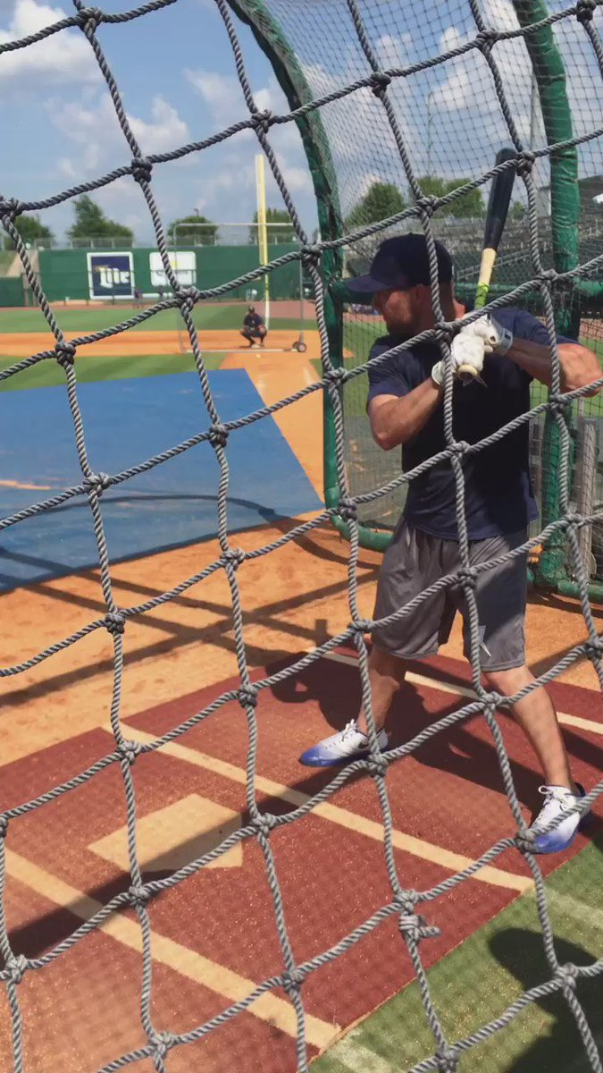 Gordo taking BP. He's batting 2nd and playing left field tonight. https://t.co/QXIw3AuAIv
