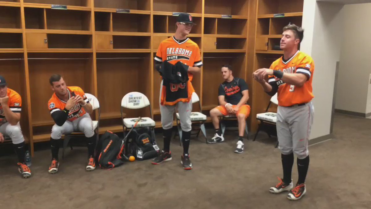 The scene in the #okstate clubhouse during @NCAACWS delay. @DWalt05 rolls a strike, @davepetrino6 is the pin cleaner https://t.co/krQYfb1itU