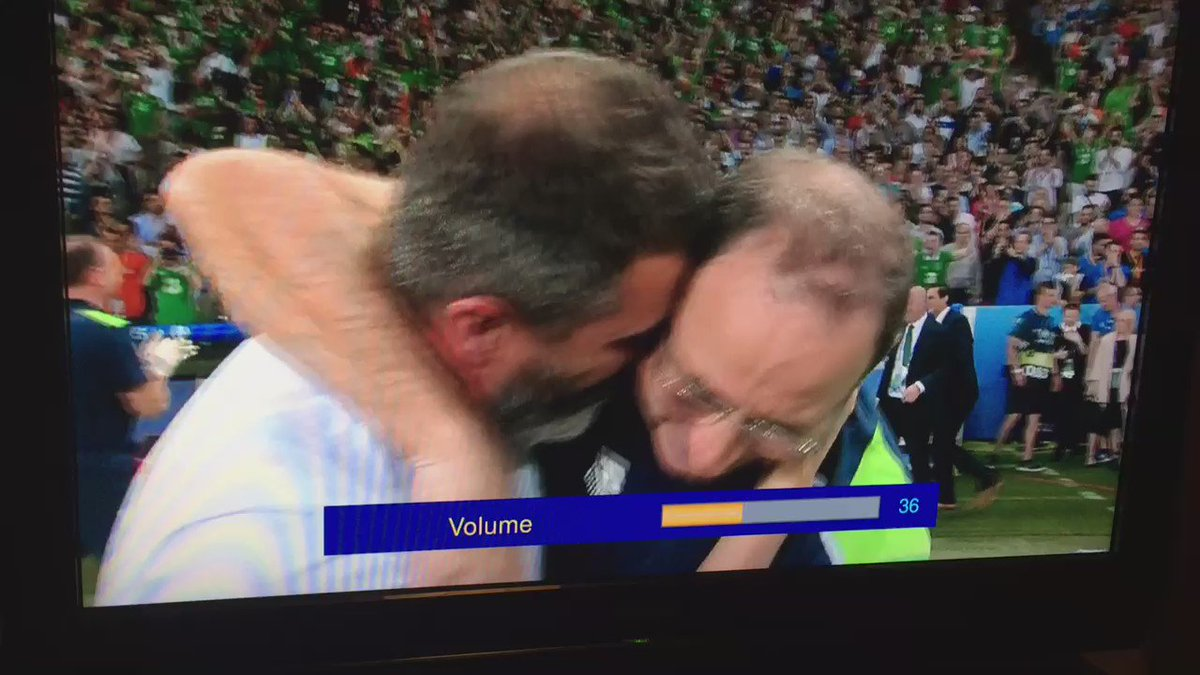 Straight after the final whistle, Buffon comes over to Keane and O'Neill to congratulate them. Brilliant. #IRLITA https://t.co/A3jEuYsz1B
