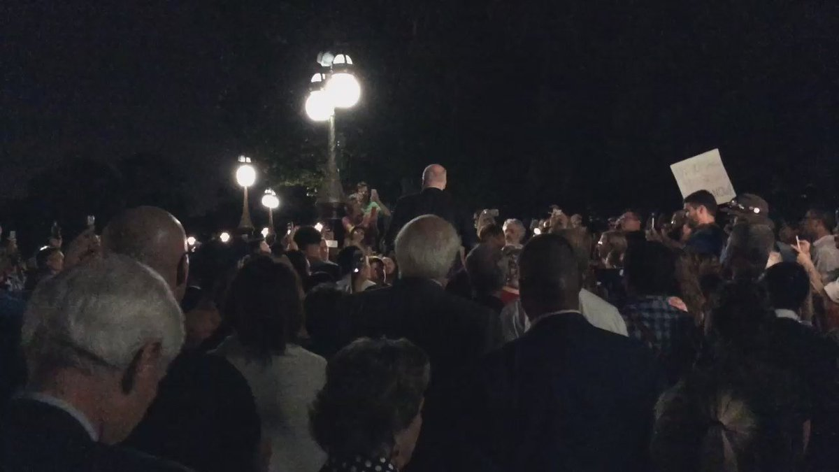 Citizens outside the @uscapitol singing. So beautiful. #WeShallLiveInPeace #NoBillNoBreak @HouseDemocrats https://t.co/aOBnSB3p7V