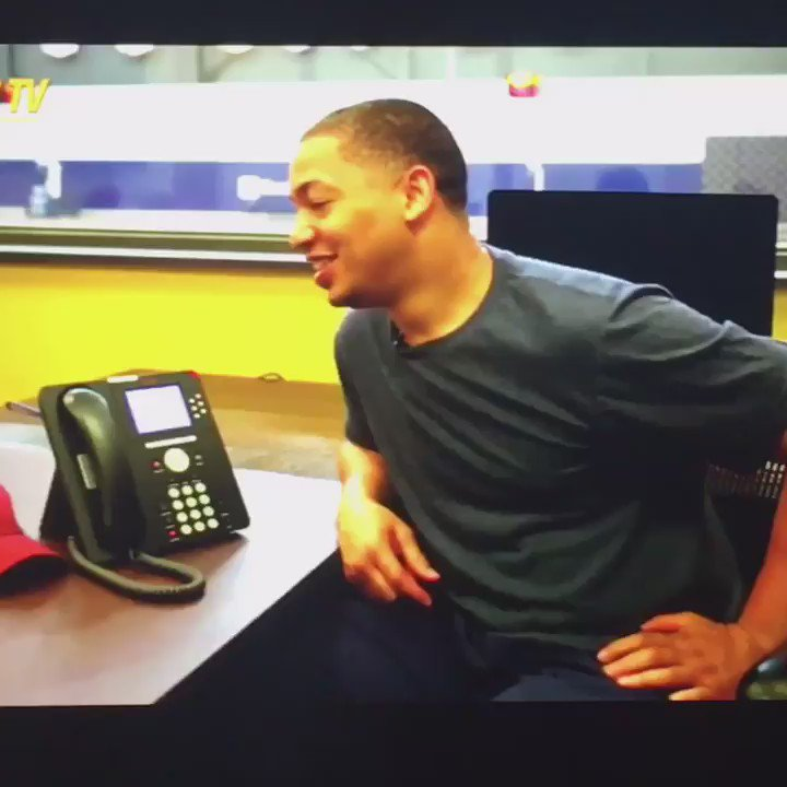 Okay this @Cavs video of President Obama telling Ty Lue that JR Smith needs to put his shirt back on is AMAZING. https://t.co/ApCc3wwrY7
